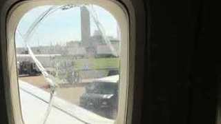 Cracked Window Forces Passengers to Switch Airplanes on Southwest Airlines 737 - Video