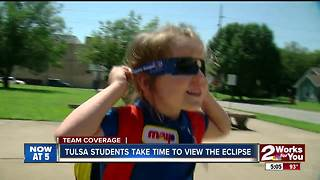 Tulsa students take time to view the solar eclipse - Video