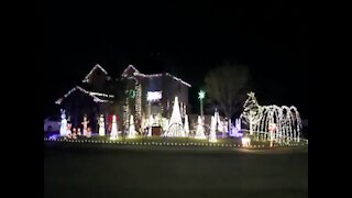 MUSICAL LIGHTS! Texas family syncs holiday display to Selena song - ABC15 Digital