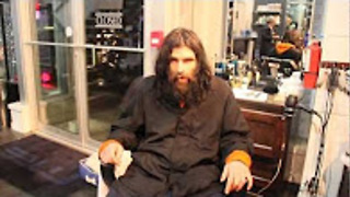 Homeless man looks unrecognizable after getting first shave in years! - Video
