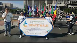 SOUTH AFRICA - Cape Town - World Peace Walk. (VIDEO) (EN2)