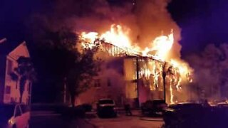 Un incendio in South Carolina distrugge un palazzo