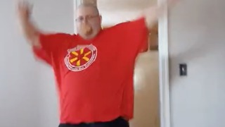 When the pizza guy rings your doorbell - Video