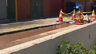 Second water leak pops up in Las Vegas intersection - Video