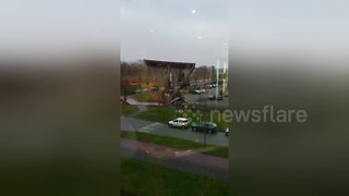 Storm winds in The Netherlands down huge billboard - Video