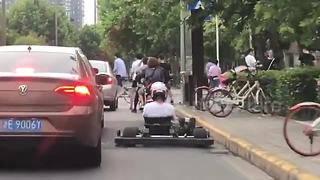 Chinese go-karter weaves in and out of traffic on busy road - Video