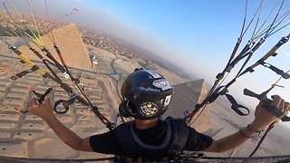 Historical flight: Stunning footage shows paraglider admiring pyramids from above