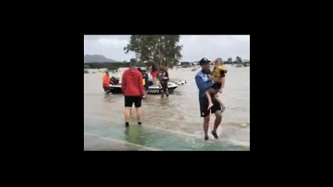 Rugby Players Rescue Children From Queensland Floods