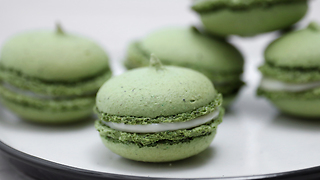 How to make macarons with creamy filling - Video