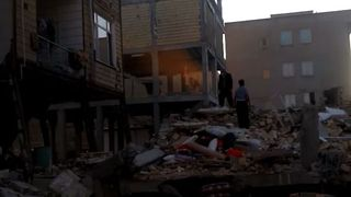 Powerful Earthquake Destroys Buildings in Western Iran - Video