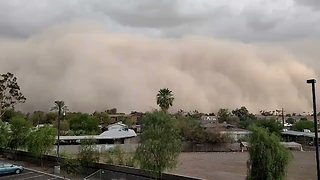 Giant Dust Storm Covers Neighborhood in Phoenix, Arizona - Video