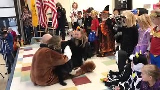 Wisconsin military dad surprises daughters at school Halloween parade