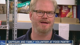 Comedian Jim Gaffigan volunteers at local food pantry - Video