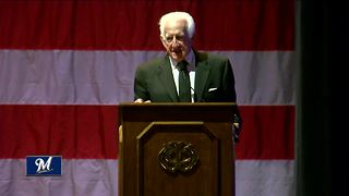 Brewer's announcer Bob Uecker honored for military service