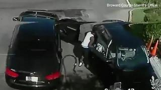 Man steals purse from unsuspecting customer at car wash in Broward County - Video