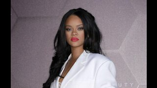Rihanna says using dating apps is brave