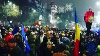 Thousands March to Romanian Parliament to Protest Judicial Overhaul - Video