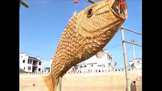 Huge bamboo-crafted fish displayed to welcome Chinese New Year - Video