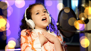 Five-Year-Old Sinatra Fan Gives Powerful Rendition Of 'Cheek To Cheek' Classic  - Video