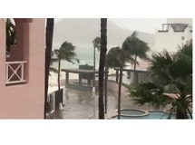 Tourists Report Power Outages and Flooded Hotels in Los Cabos - Video