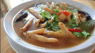 How to make Thai chicken feet spicy soup (Tum Super Ka Gai)