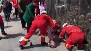 Firefighters rescue toddler trapped in drain - Video