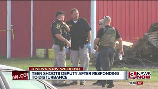Teen and deputy exchange fire - Video