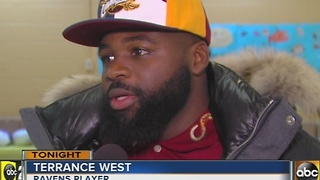 Ravens Terrance West brings turkeys to families in need - Video