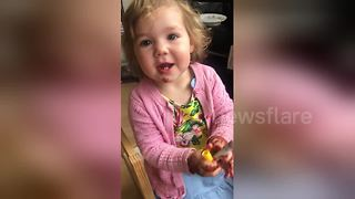 Little girl caught red-handed painting her 'nails' with a pen - Video