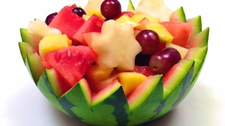 How to easily make a watermelon bowl