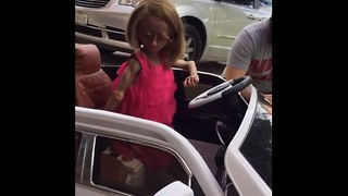 Adalia Rose cruises in style with new car from LYFT - Video