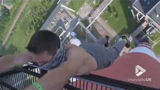 Guy hangs from 200 meter chimney || Viral Video UK - Video