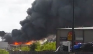 Louisiana Chemical Plant Fire Closes Interstate 10 - Video