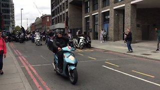 Hundreds of UberEats Drivers Strike, Clog London Streets in Pay Protest - Video