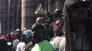 St Louis Police Use Pepper Spray on Protesters After Officer Acquitted in Fatal Shooting - Video