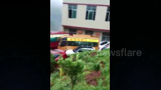 Landslide buries house in southern China - Video