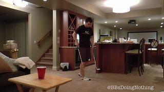 Unreal freestyle golf ball trick shot - Video