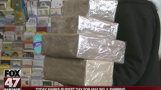 Post offices packed for the holidays - Video