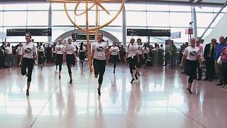 Spectacular Irish dance flash mob in Dublin Airport - Video