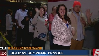 """Hundreds Lin Up At Toys """"R"""" Us For Thanksgiving Sales"""
