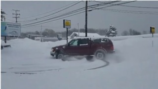 Man Clears Fresh Snow by Doing Donuts in Erie Parking Lot - Video