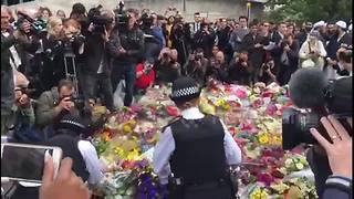 Police lay flowers at Borough Market - Video