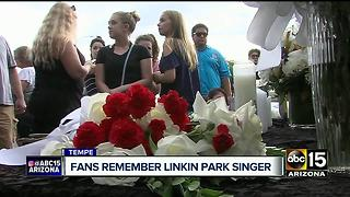 Memorial held in Tempe for Chester Bennington of Linkin Park - Video