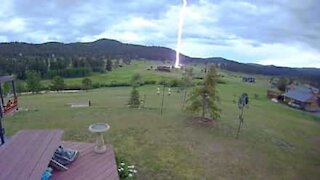 Lightning strike caught on camera during the day