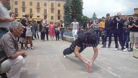 Man 'breaks world record' by doing  41 push-ups in very unconventional way