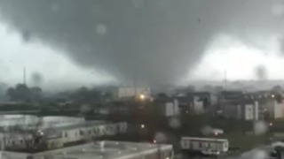 Tornado Slams East New Orleans Causes Significant Damage, Overturns Cars - Video