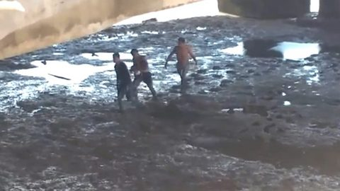 Baby rescued alive after mother throws her off bridge 118ft into muddy river
