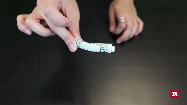 Bar Tricks : Bend a cigarette without breaking it