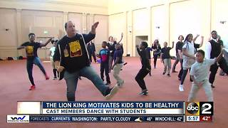 The Lion King cast members dance with local kids - Video