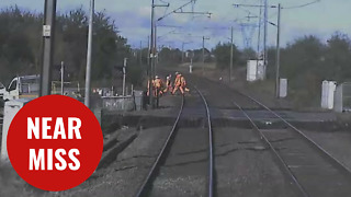 Terrifying near miss at level crossing - Video